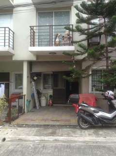 townhouse /3bedrooms / valenzuela city