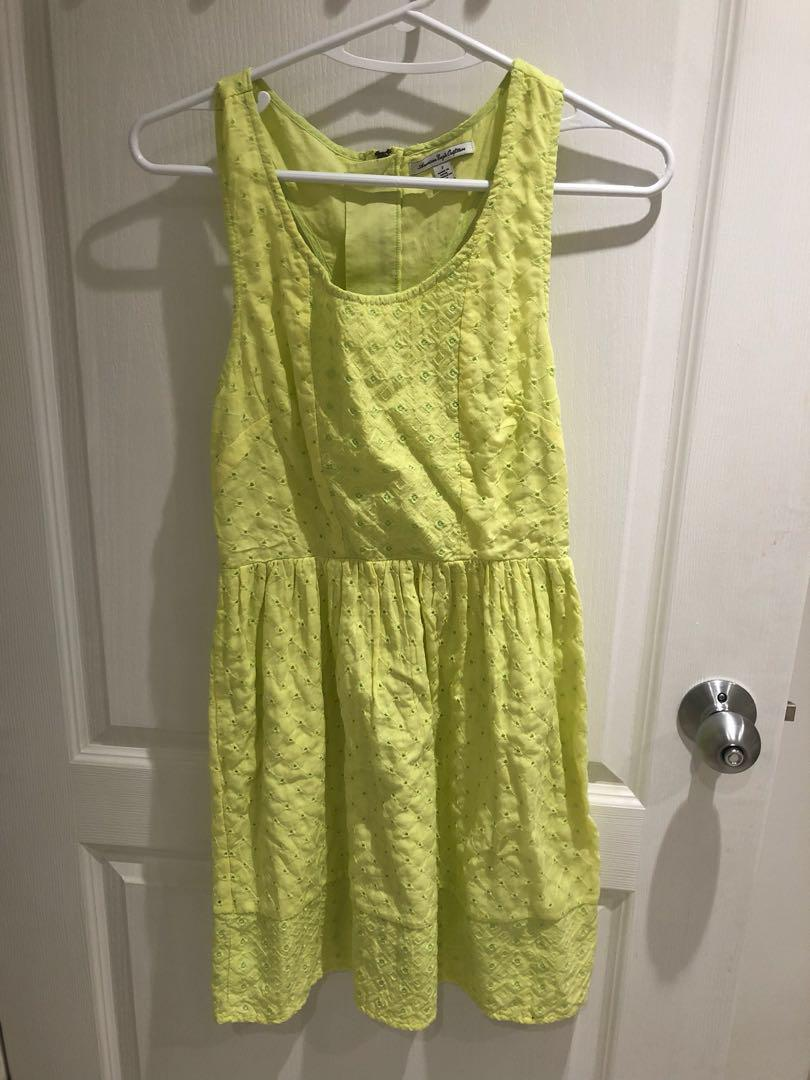 american eagle yellow cut out eyelet dress. size 2