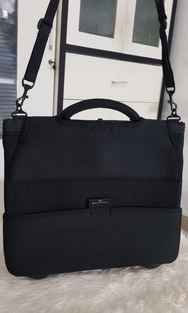 Authentic Balenciaga – laptop bag – black – polyester – made in P.R.C. –  imported by BSC Italia s.p.a. – dimensions  (excluding handles) 41 x 35 x 3  cm. a3cc303c62