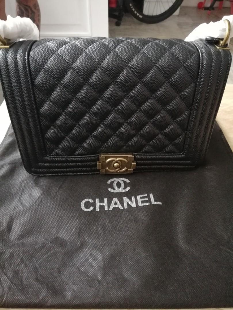 b57bc2cf8f3 Chanel chain bag, Women s Fashion, Bags   Wallets on Carousell