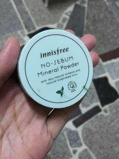 Innisfree礦物質控油蜜粉