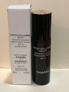 Chanel perfection lumiere velvet foundation 22 beige rose