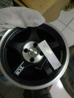 Veleg racing r15,pcd 4/100 merek advan
