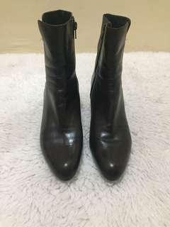 Auuhentic Stuart Weitzman  Leather Boots