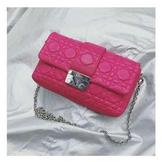 Dior玫紅色五格銀鏈斜孭袋