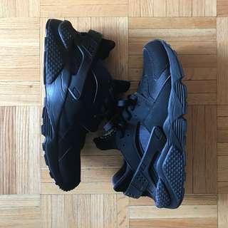 Nike Black Huarache Size 9