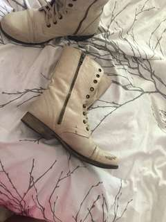 STEVE MADDEN TROOPA BOOTS SIZE 8