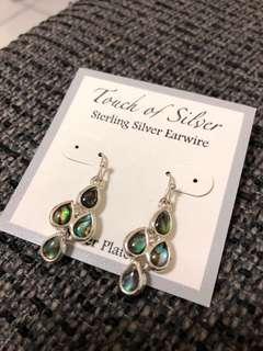 🚚 珠貝極光綠耳環