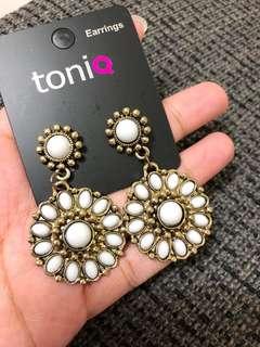 🚚 toniQ乳白色寶石耳環