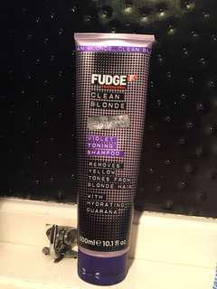 Fudge CLEAN BLONDE purple shampoo