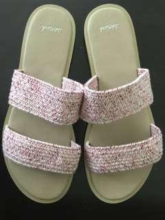 新 Sanuk 綁帶拖鞋