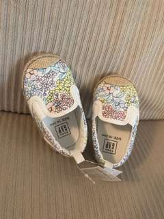 Baby Gap Shoes 18-24 Months NEW