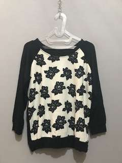 Flowery black and white tshirt
