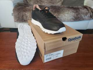 *NEW* Reebok Classic Sneakers