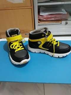 Sepatu Homy Ped untuk anak laki laki