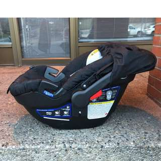 Britax  B-SAFE 35 Travel System Baby Car Seat