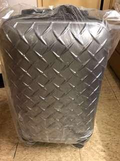 全新 ‼️ 行李喼  28寸 、款式特別 ‼️