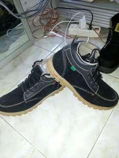 Sepatu pdh kickers