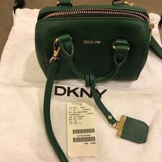 🚚 真品DKNY牛皮斜揹手提包