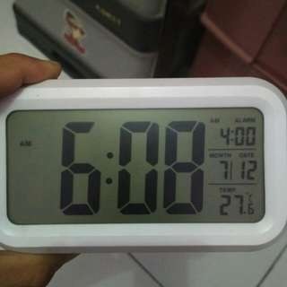 Jam digital lengkap