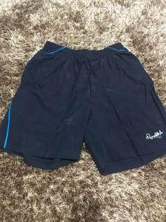 Celana pendek olahraga