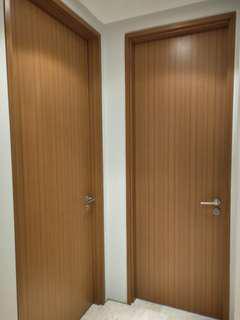 Veneer solid door