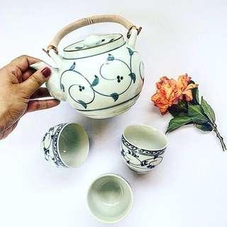Teaset with handpainted blue swirl design