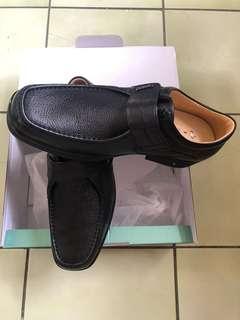 🚚 10號黑色皮鞋