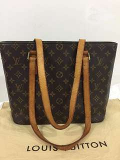Pre-owned LV bag with code MB52782