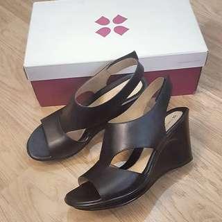 Authentic Naturalizer shoes