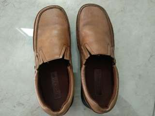 Sepatu kulit Kickers unisex