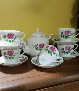 Vintage tea set bunga teratai
