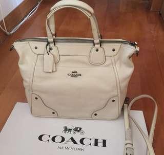 Coach bag 附塵袋,有紙袋,9成新,購自日本,可以放A4纸😃