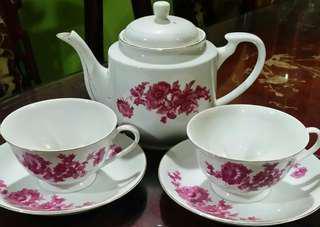 Vintage teko dan cawan bunga kekwa