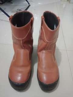 Sepatu safety 300rb