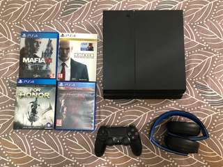Sony PS4 500GB + PS4 Headphone + Games