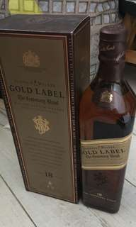 舊版JOHNNIE WALKER GOLD LABEL 18年威士忌700ml連盒。