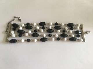 Handmade black and white bead chain bracelet (B5F1)