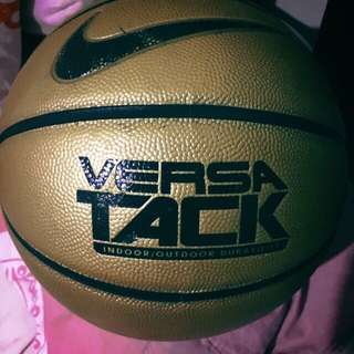 Authentic NIKE BASKETBALL (GOLD)