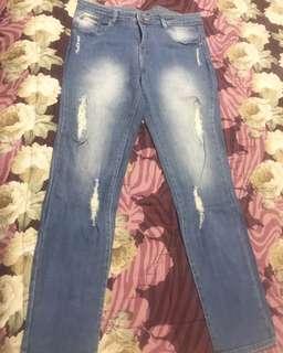 Celana jeans sobek