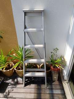1pc Preowned 5 Steps Ladder For Sale