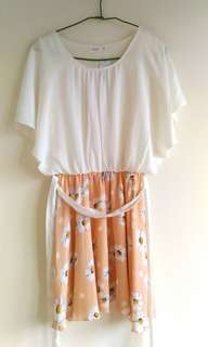 🚚 白色雪紡橘色花朵洋裝