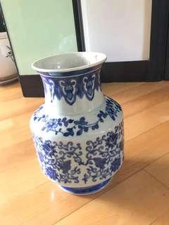 Chinese vase porcelain