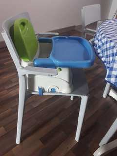 Baby traveling seat for meal