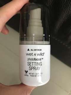 Wet n wild photofocus setting spray