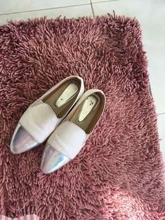 preloved sepatu/slip on white