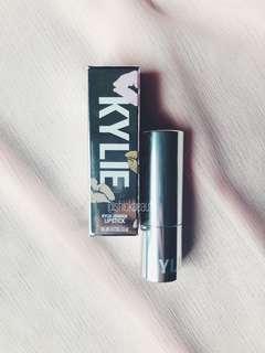 CREME BRÛLÉE | Kylie Cosmetics Creme Lipsticks in CREME BRÛLÉE