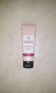 #maudecay Face Wash The Body Shop Vit E