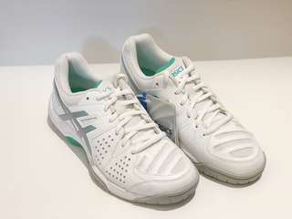 ASICS women's white tennis shoes