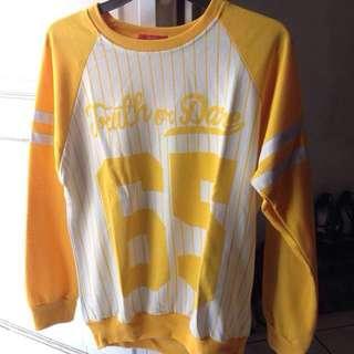 Sweater baseball yellow dibawah 100rb #prelovedkusayang